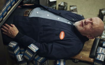 Mike de la série Breaking Bad fait des publicités pour FRAM