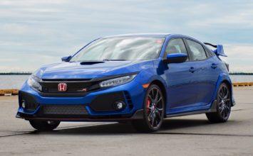 La première Honda Civic Type R 2017 atteint 200 000$US à l'encan