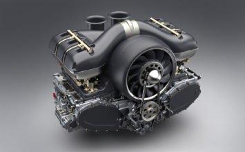 Singer et Williams s'affairent à préparer un six cylindres Porsche ultraléger refroidi par air