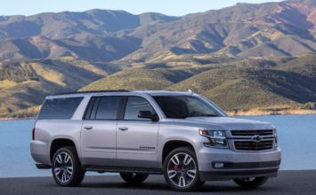 Chevrolet Suburban RST 2019: 460 lb-pi de couple d'origine
