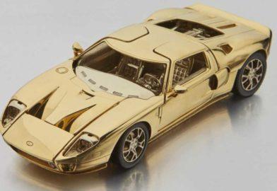 Une Ford GT miniature en or massif 18 carats aux enchères