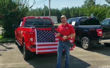 [Vidéo] À l'achat d'un camion Ford, obtenez une bible, un drapeau… et un shotgun!