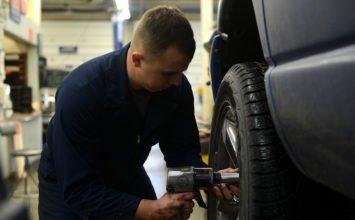 La permutation des pneus inclut-elle le serrage des boulons? Non, selon un jugement de la cour d'appel du Michigan…