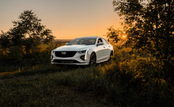 [Review] 2020 Cadillac CT4-V: Comfortably Stuck in the Middle